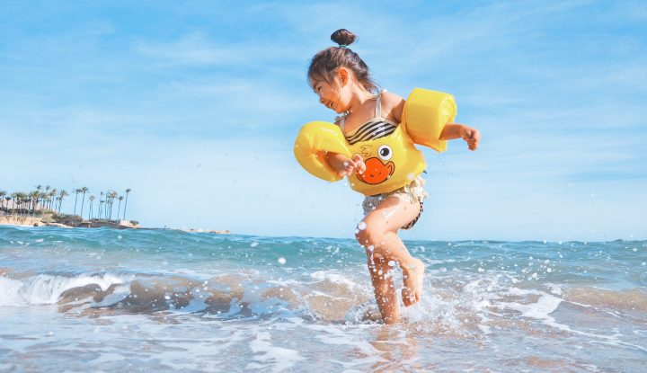 Petite fille a la mer